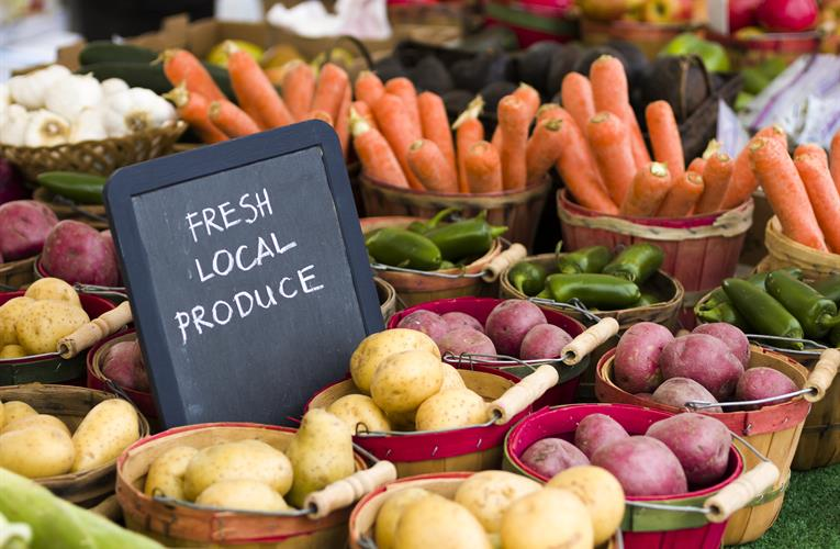 What grocery retailers can learn from traditional farmers' markets