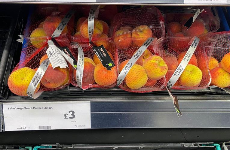 South Africa association offers UK retailers tips to maximise stone fruit sales